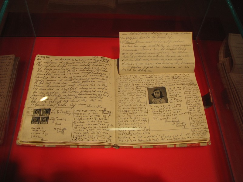 Anne_Frank_Diary_at_Anne_Frank_Museum_in_Berlin-pages-92-93_res